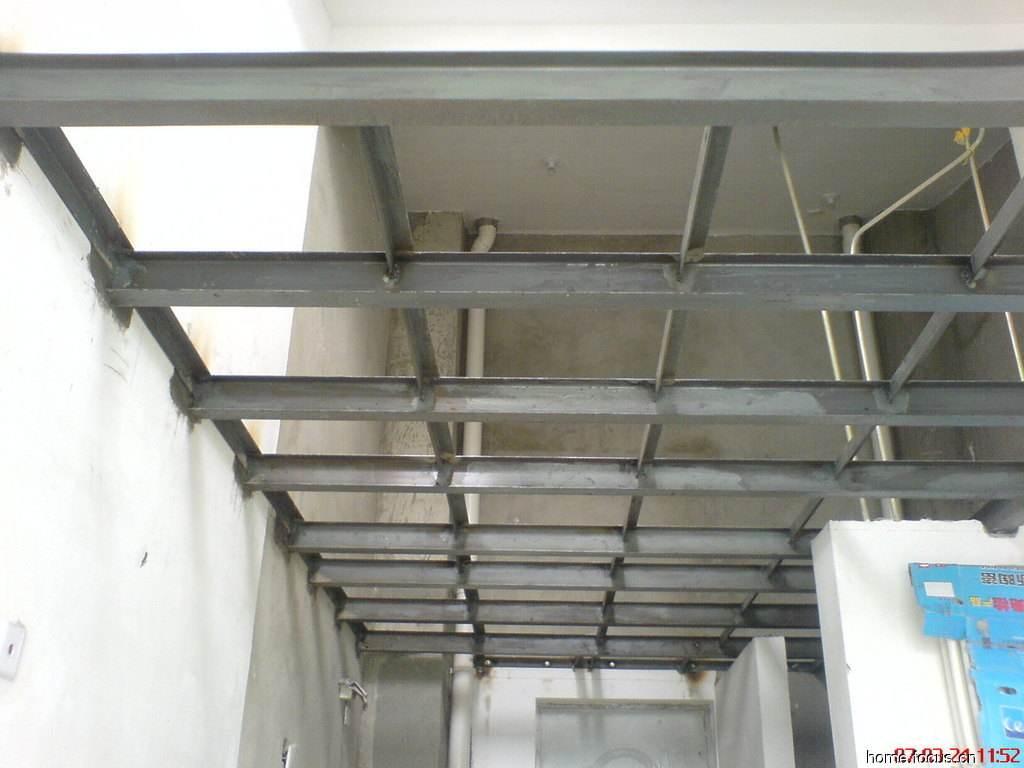 这里面最重要的是钢结构的可靠性,它不仅依靠型钢的焊接质量,还有主梁